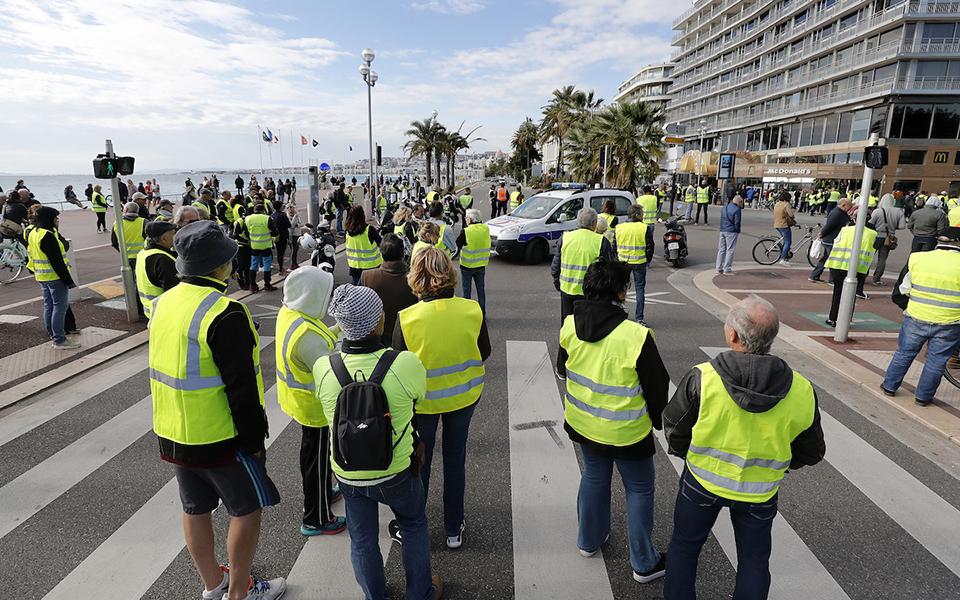 Camionistas vestem coletes amarelos  e ameaçam bloquear auto-estradas e fronteiras