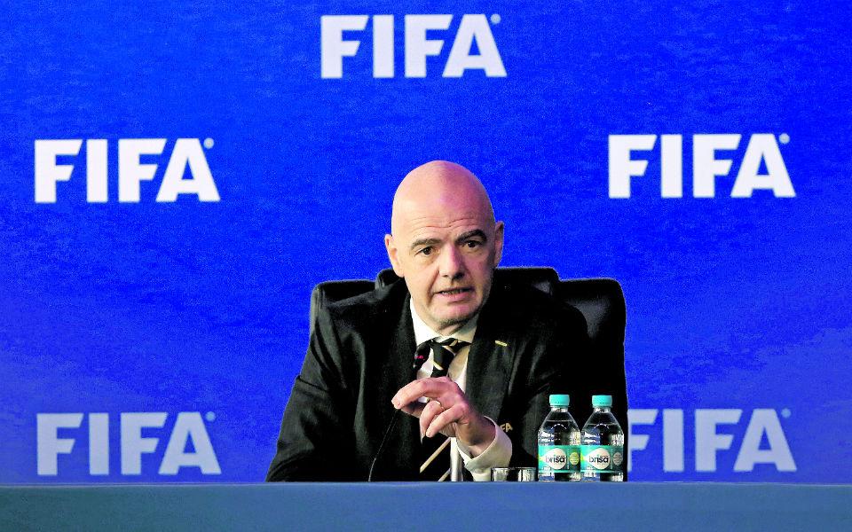 Como idealizar o futuro dos Mundiais sem vender a alma do futebol?