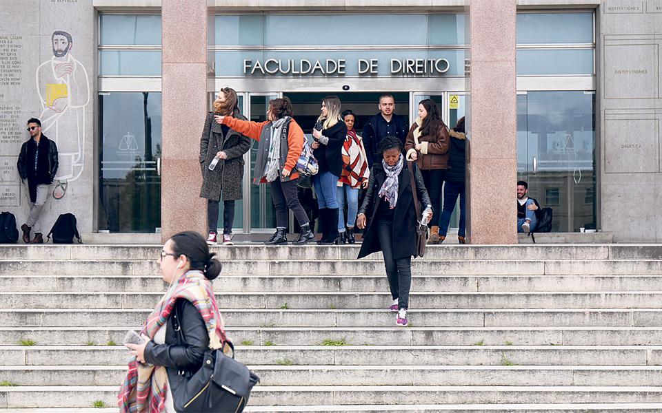 Governo Regional estuda três cenários para alojar estudantes madeirenses no continente