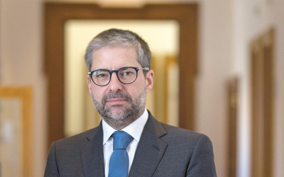 """""""O ministro das Finanças tem hoje mais poder do que o primeiro-ministro"""""""