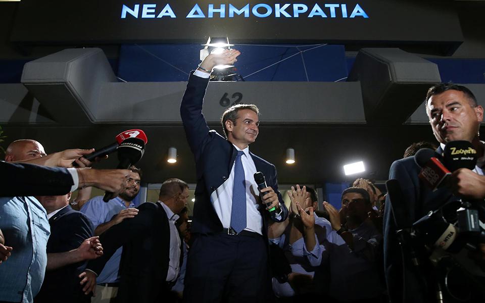Direita terá de ser tão radical e de esquerda como o Syriza
