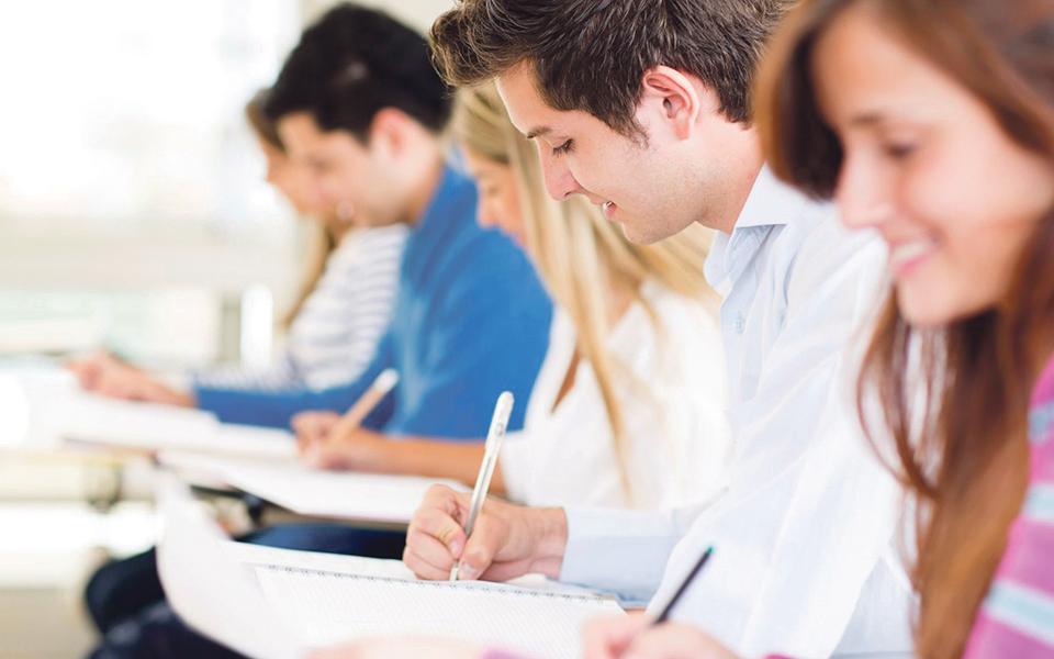 Mais de 2.000 alunos aprendem  a matéria em português e inglês
