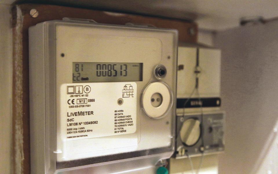 Saiba como cortar mais de dois mil euros por ano na fatura da luz e do gás