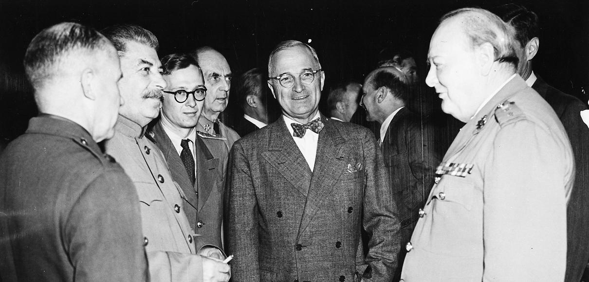A primeira estratégia, que deu início à guerra fria