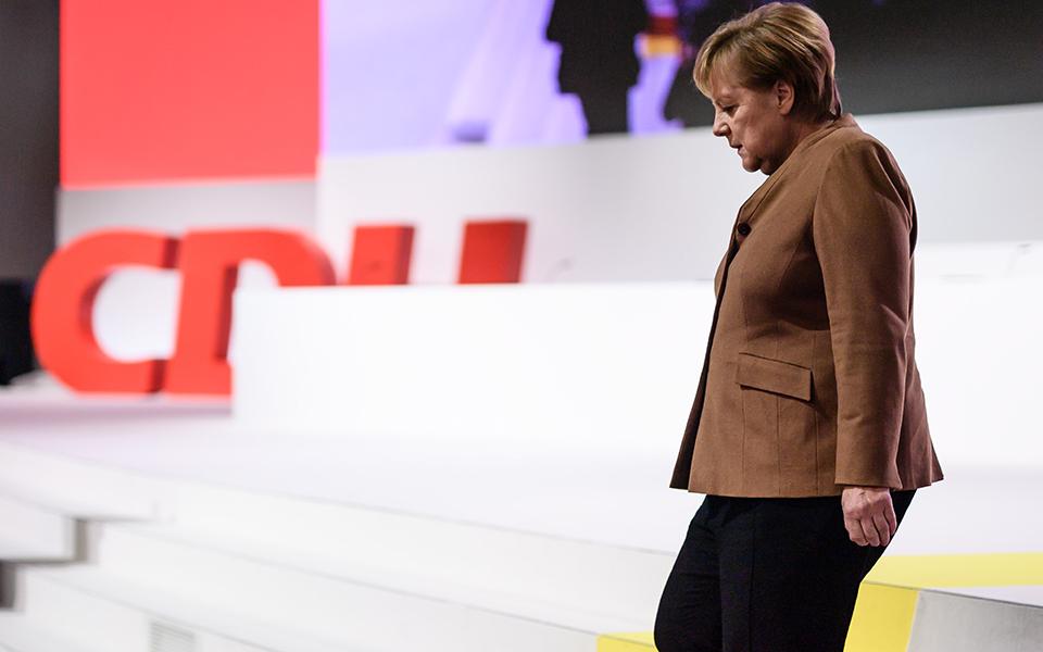 Candidatos à liderança da CDU afastam-se do legado de Merkel