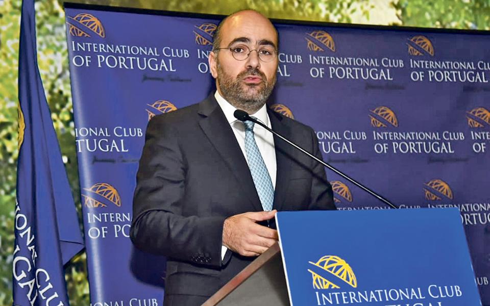 """Pinto Luz critica UE com """"dois pesos e duas medidas"""" e sub-representação de Portugal"""