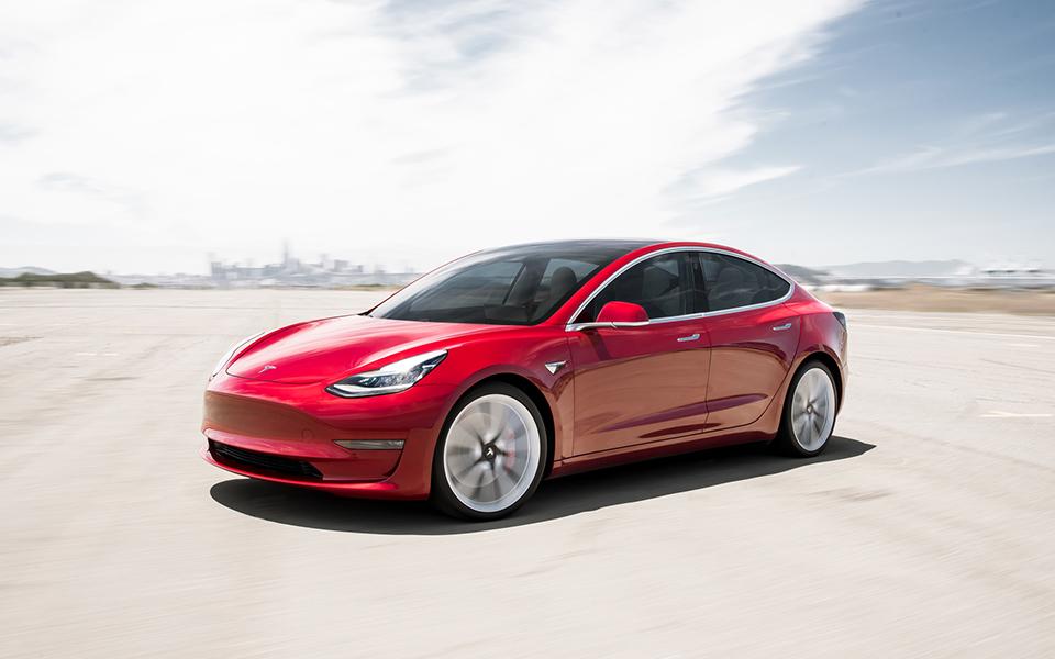 Tesla Model 3 Performance: Tecnologia dos EUA ao estilo europeu