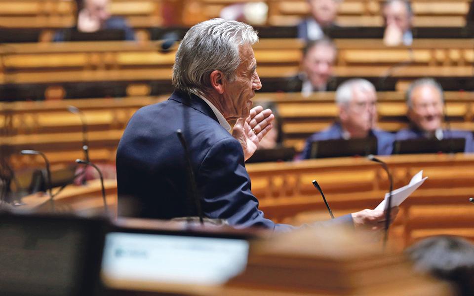 PCP quer mais 45 milhões de euros de impostos sobre imóveis e empresas