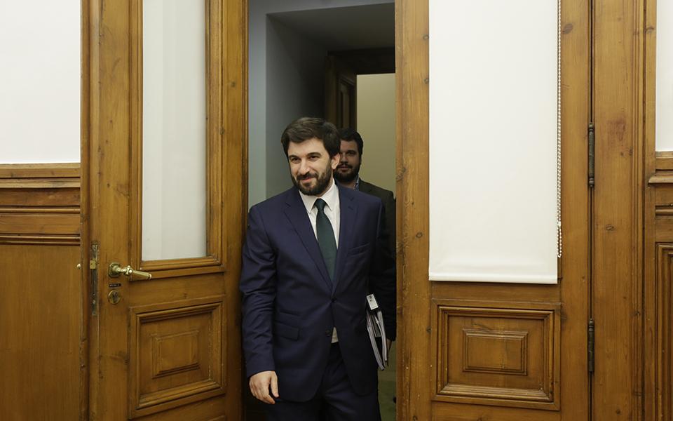 Ministério da Educação gasta 23 mil euros em sala de reuniões