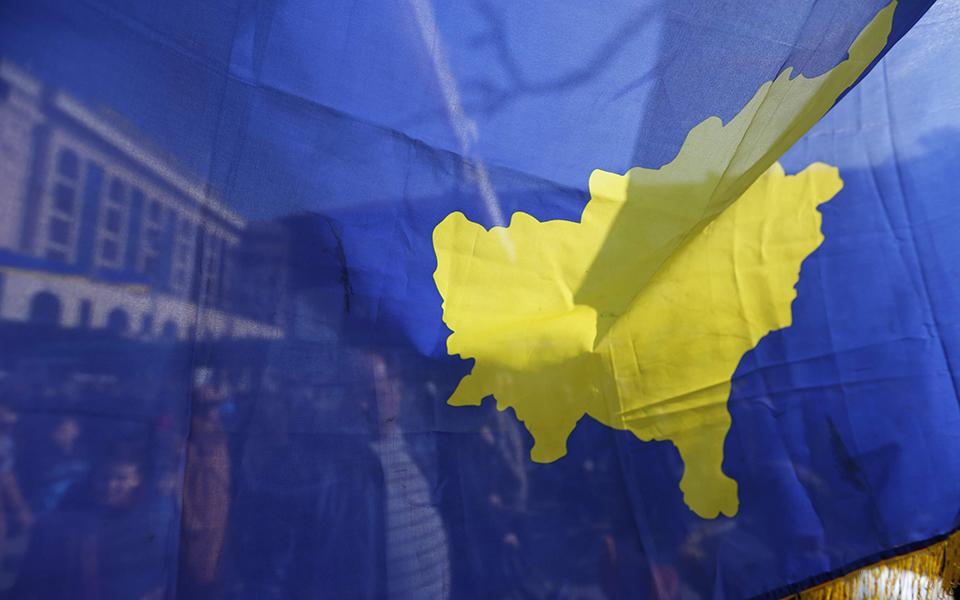 """Balcãs Exército Kosovar agita """"barril de pólvora"""" da Europa"""