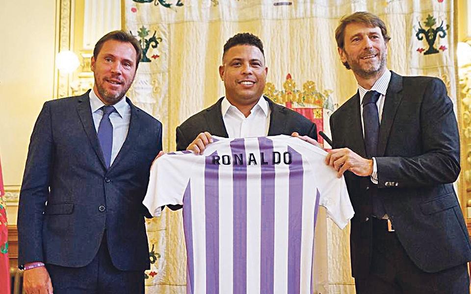 Ronaldo, o fenómeno de herói em campo a empresário empático