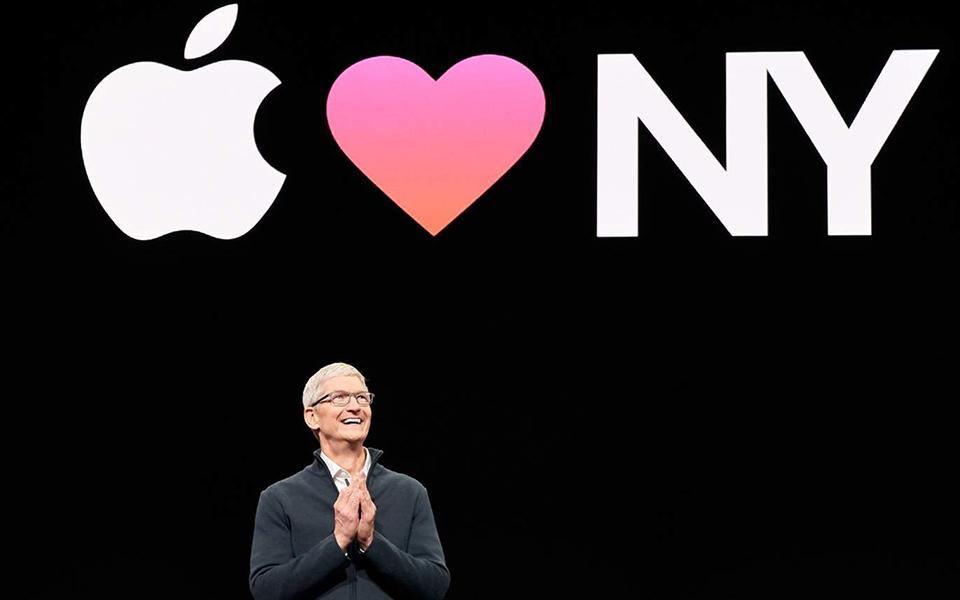 """Tim Cook O """"parceiro"""" que Jobs deixou à frente da 'maçã' enfrenta um  novo desafio"""