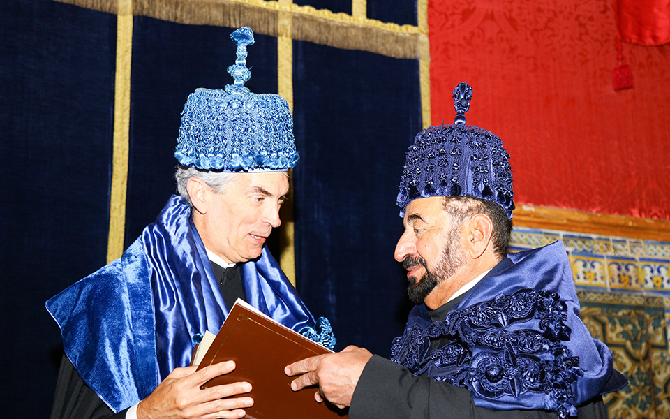 Xeque Sultan bin Muhammad Al-Qasimi é Doutor Honoris Causa da UC