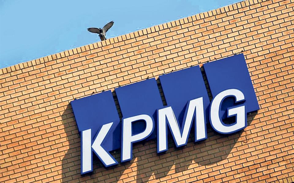 CMVM quer que sócia da KPMG que auditou contas do BES deixe comissão executiva