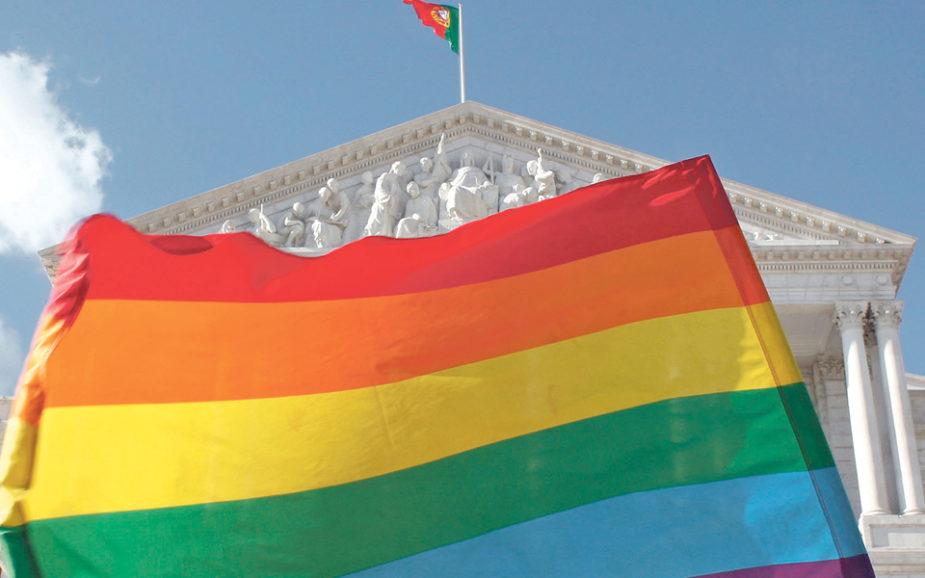"""Os políticos homossexuais estão a """"sair do armário"""" (mas ainda não em Portugal)"""