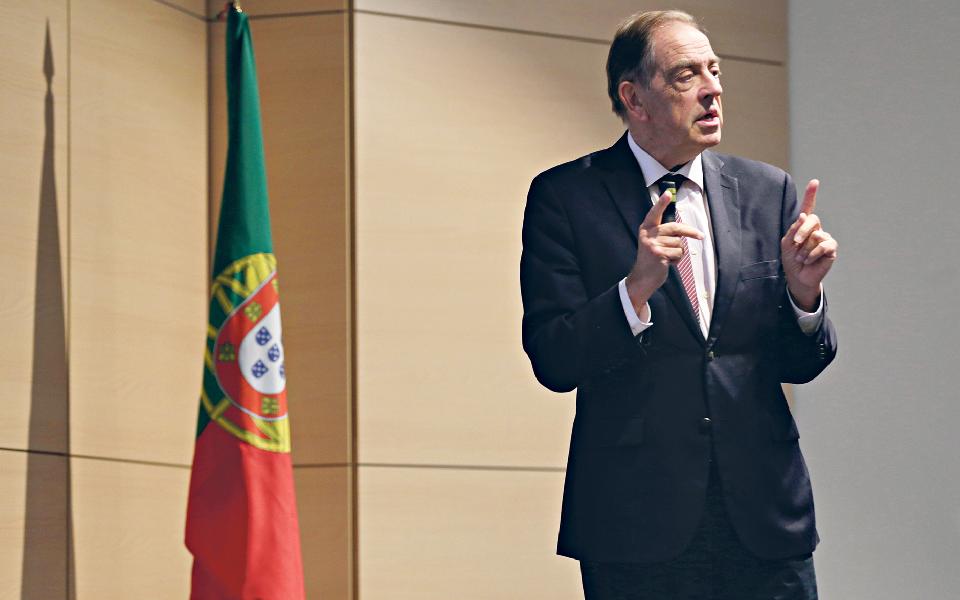 """Jorge Braga de Macedo: """"Nenhum país  do mundo vai ficar  o mesmo"""""""