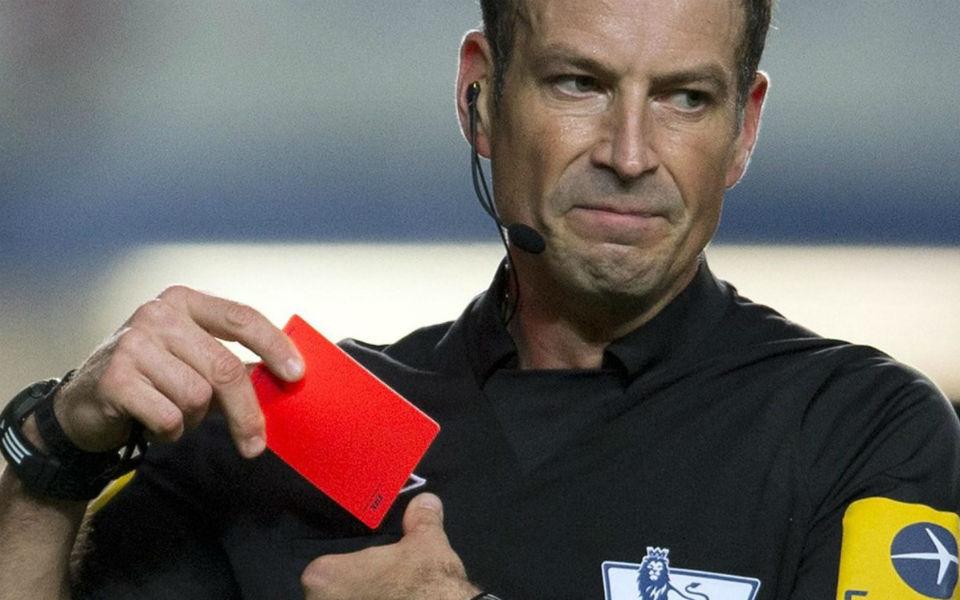 """Mark Clattenburg: """"É difícil introduzir o vídeo-árbitro nas competições da UEFA"""""""