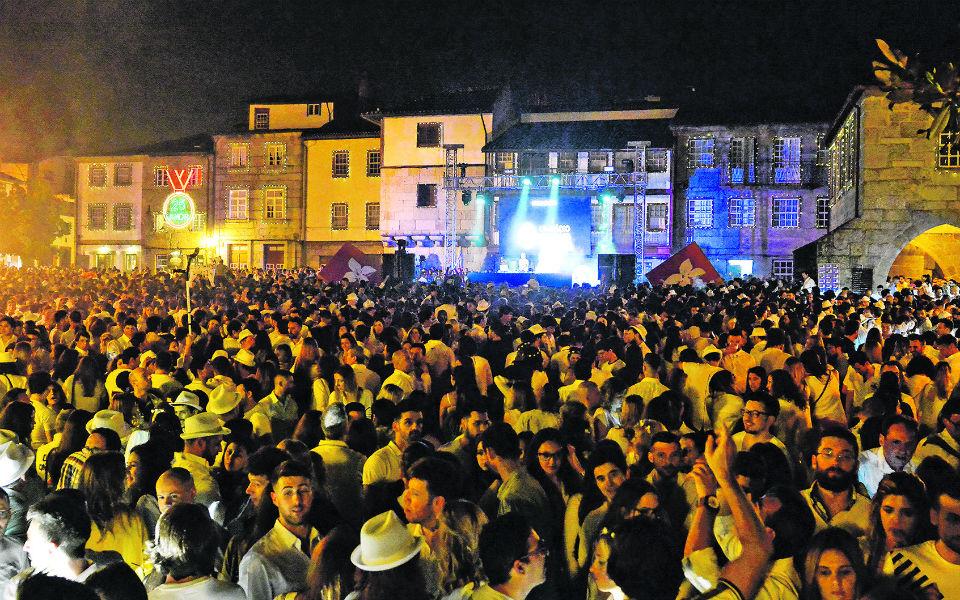 Onda Branca:  Volta a inundar Guimarães para celebrar o verão