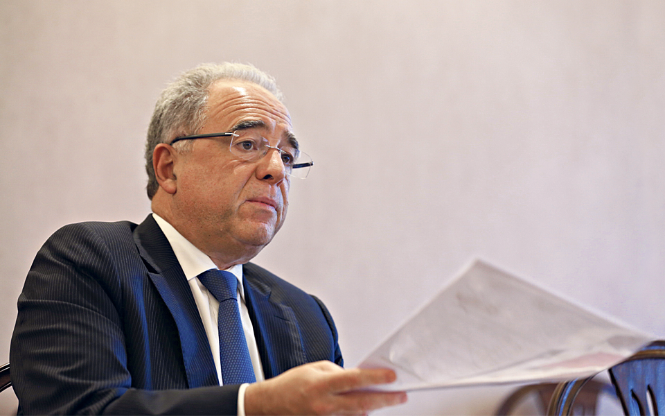 """Limites às comissões vão """"favorecer"""" bancos estrangeiros"""