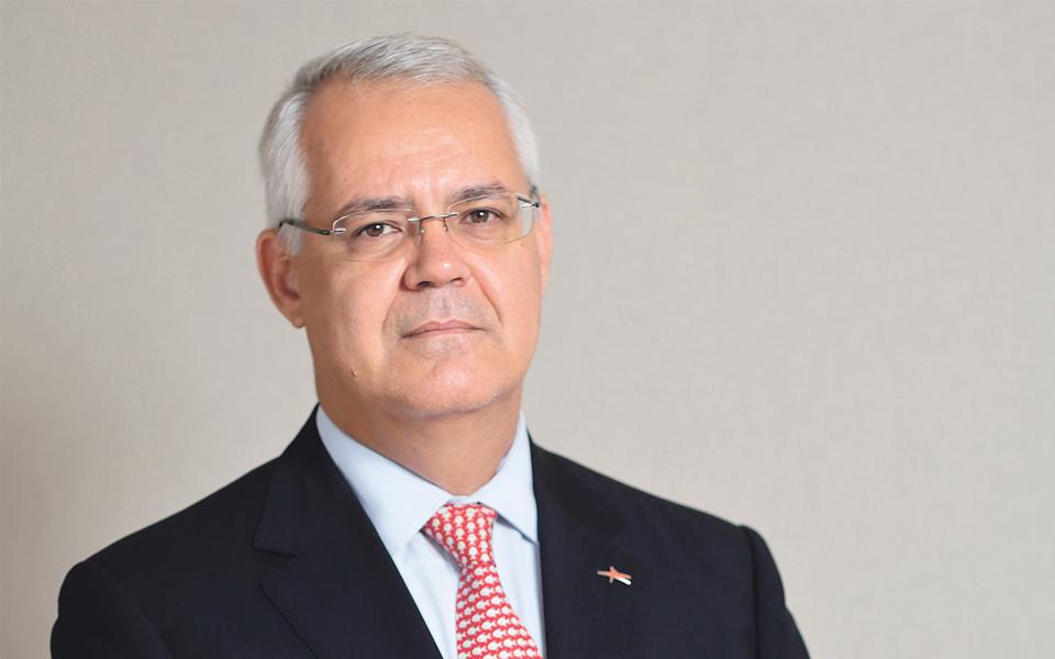 """""""Angola tem de diversificar  a base de investidores"""""""