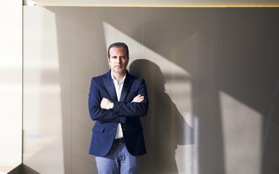 Portugueses dominam negócio milionário  dos transplantes capilares