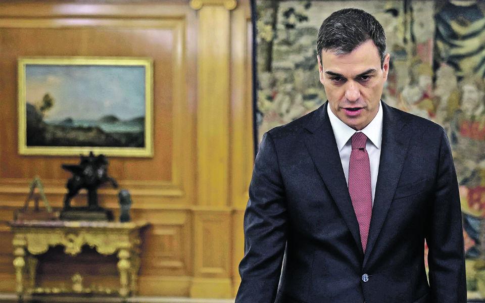 Pedro Sánchez lidera um governo sitiado num campo de minas