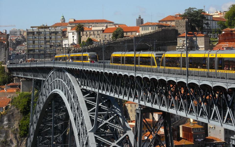 Frente ibérica para  o Metro do Porto