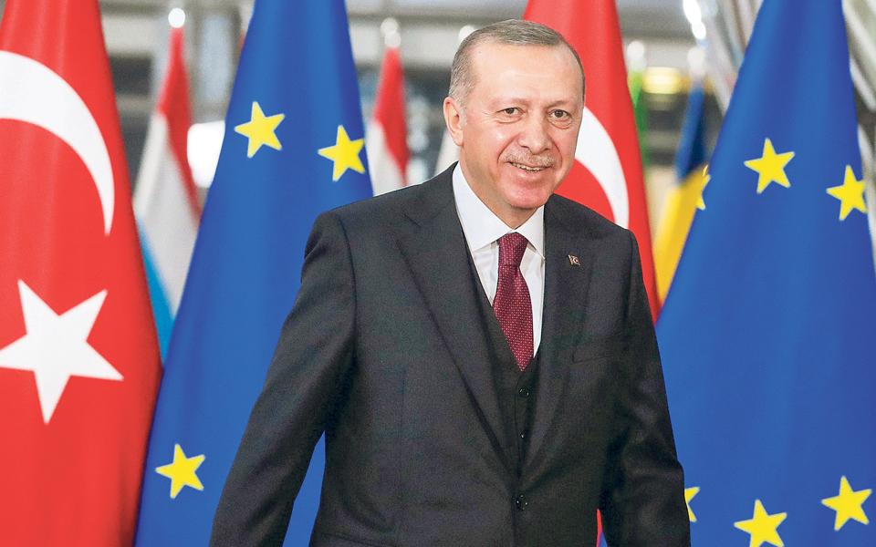 Turquia quer apoio de Bruxelas para levar NATO a envolver-se na Síria