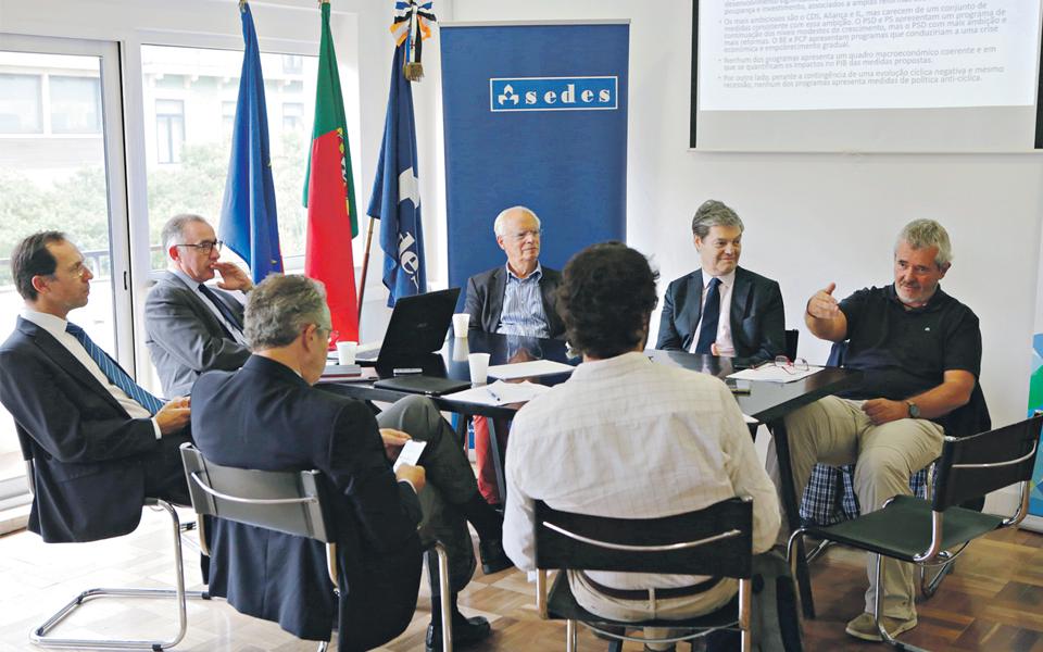 Partidos sem estratégia de crescimento nem medidas para recessão