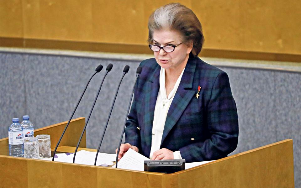 Valentina Tereshkova: Primeira mulher astronauta coloca Putin na órbita  do Kremlin até 2036