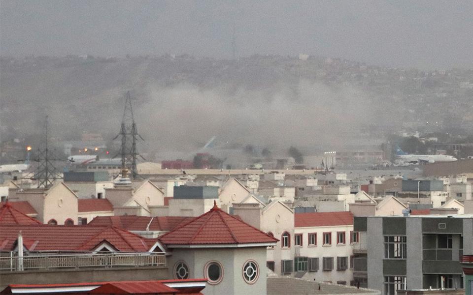Duplo atentado em Cabul pressiona mais retirada americana
