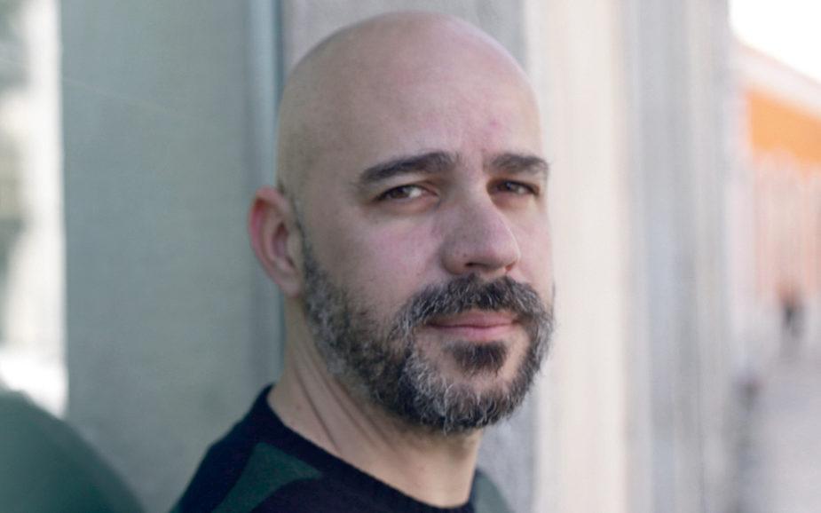 """Afonso Cruz: """"É muito importante não nos conformarmos com a realidade"""""""