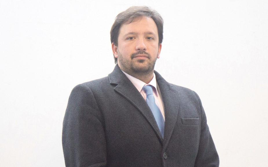Alberto Carvalho Neto: Um português à conquista do Oriente