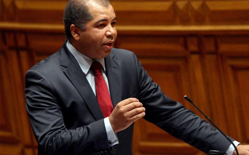 Deputados históricos arriscam ficar à porta da Assembleia