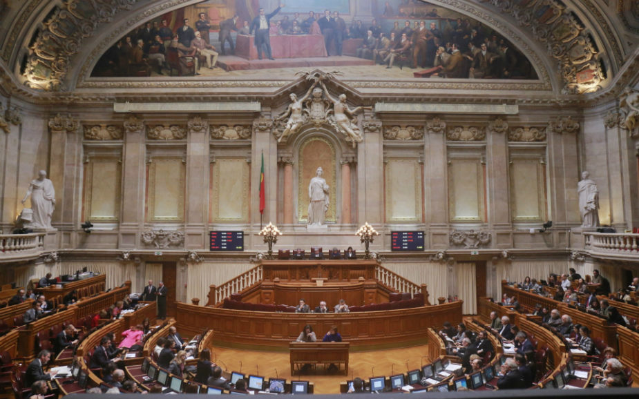 Impedimentos de deputados do PS e PSD avaliados por colegas dos mesmos partidos