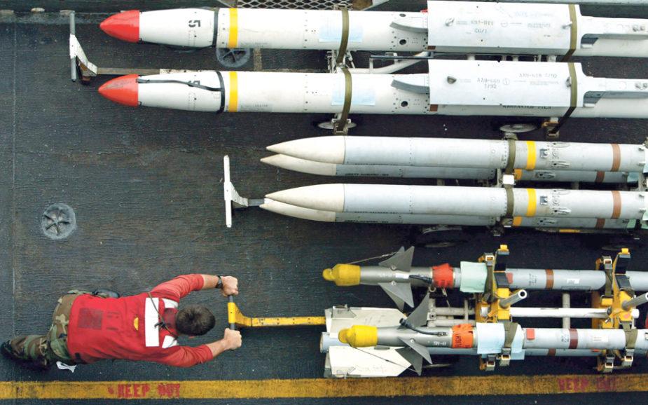 A nova corrida às armas: Como a Ásia e o Médio Oriente estão a acumular potencial bélico