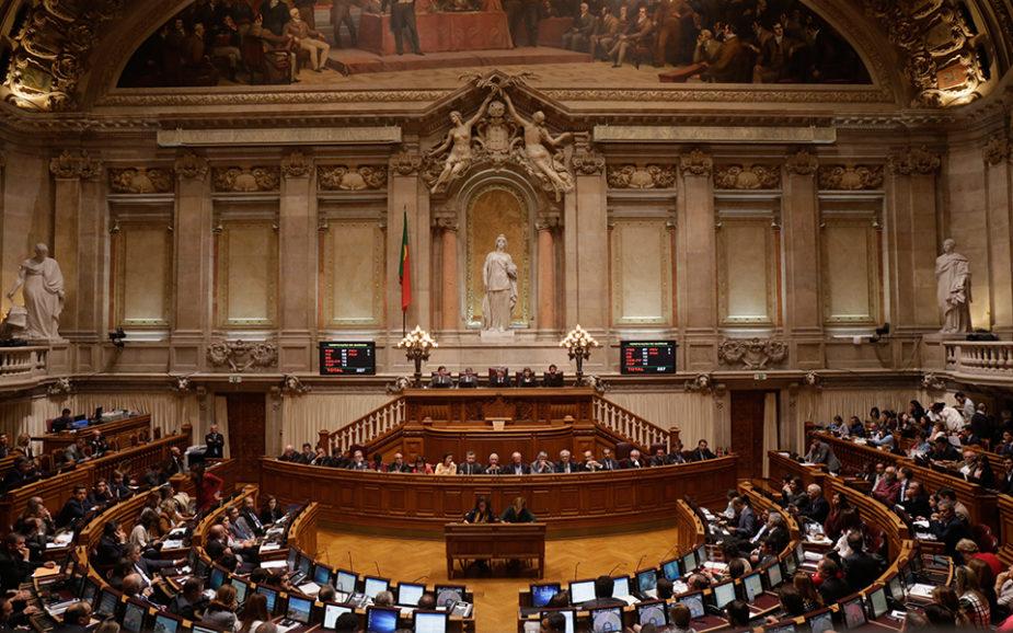 FINANCIAMENTO DOS PARTIDOS Reapreciação da lei adiada até PSD ter novo líder