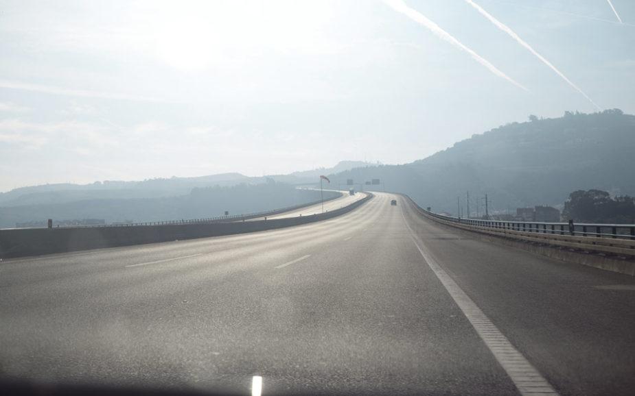 Chineses, franceses e canadianos na luta pela auto-estrada do Oeste