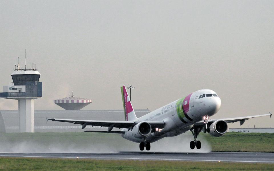 Como as taxas baixas dos aeroportos não se refletem nos bilhetes