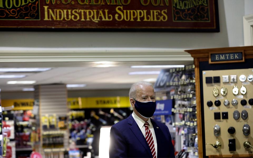 Biden tenta escapar à derrota internacional no Afeganistão