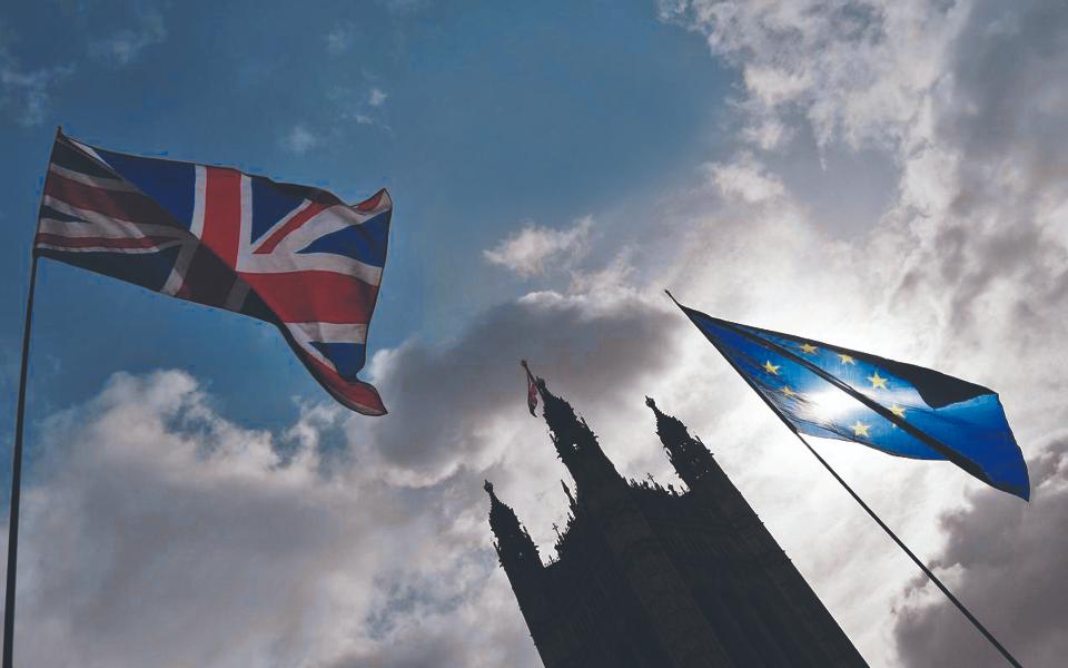 Acordo do Reino Unido com Bruxelas depende de unionistas irlandeses