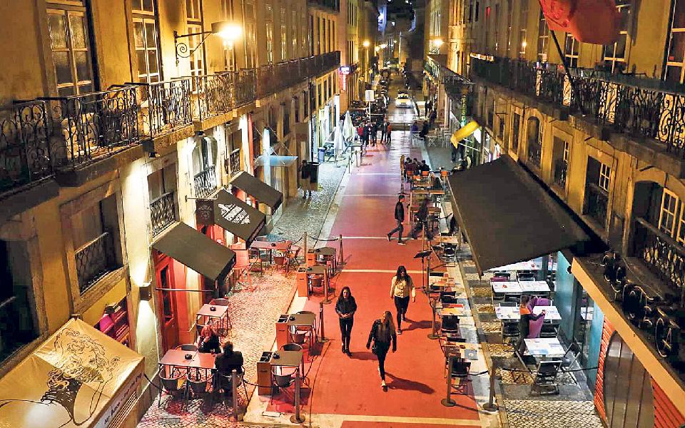 Reabertura de bares e discotecas influencia turismo  e festas ilegais