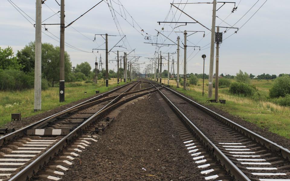 Ferrovia e estradas com 1,8 mil milhões