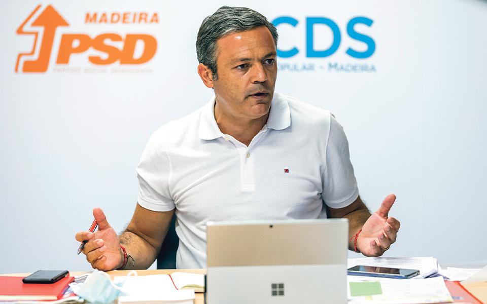 """""""A imagem apartidária  que Miguel Gouveia transmite é falsa e sonsa"""""""