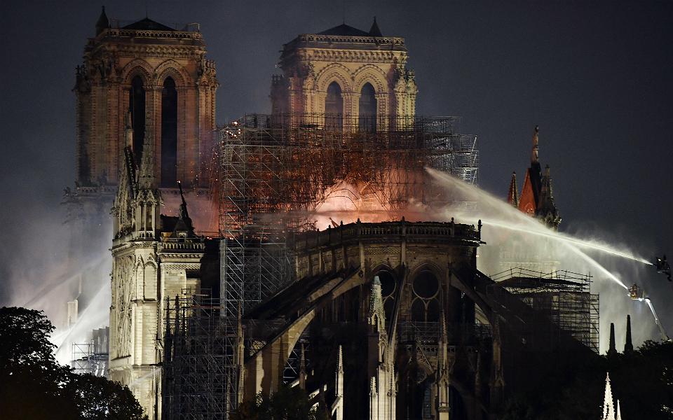 Notre-Dame já angariou mil milhões em donativos