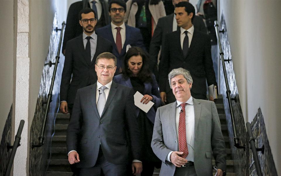 O euro é a chave para resistir  à próxima crise, afirmam Centeno e Dombrovski