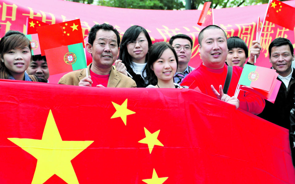 Hong Kong com a China ali ao lado