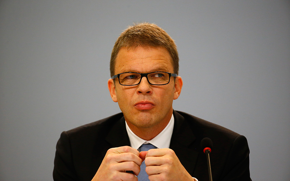 Christian Sewing: De estagiário a CEO do maior banco alemão