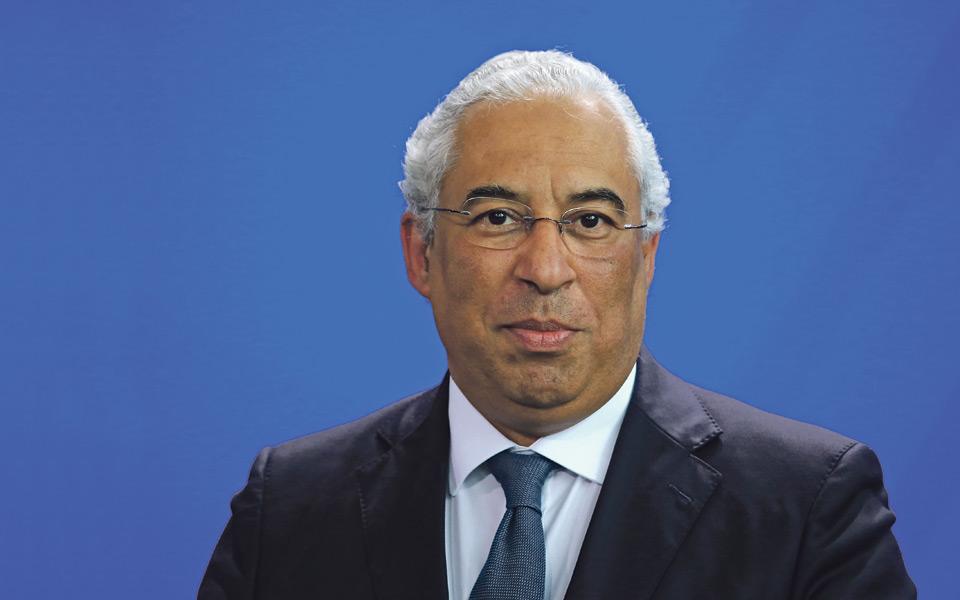 A história repete-se: Costa segura ministra envolta em contestação
