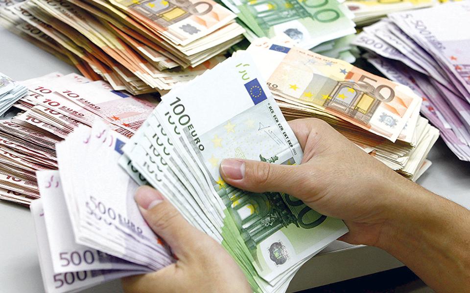 Receita fiscal cai 17,4% com novo confinamento